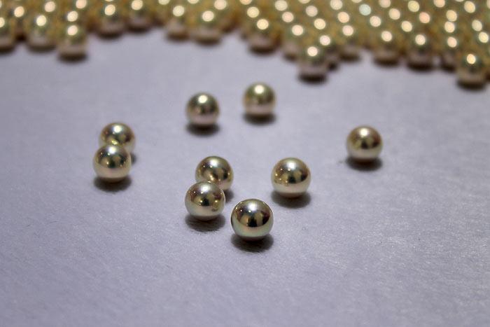 Mutiara Tawar Kualitas Tinggi Berwarna Metalik
